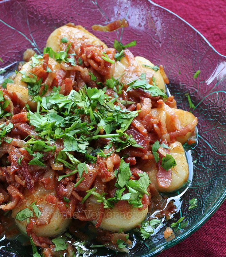 Based on a recipe by Nigella Lawson, this easy-to-cook pan-fried scallops and bacon ditches Nigella's crumbled chorizo in favor of crispy bacon.