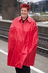 am Bahnsteig (Klepperstefan) Tags: vintage rubber cape raincoat rainwear mackintosh 60er 50er klepper raincape regenmantel kleppermantel regencape gummimantel kleppercape gummicape rubbercape rubbercoat regenbekleidung