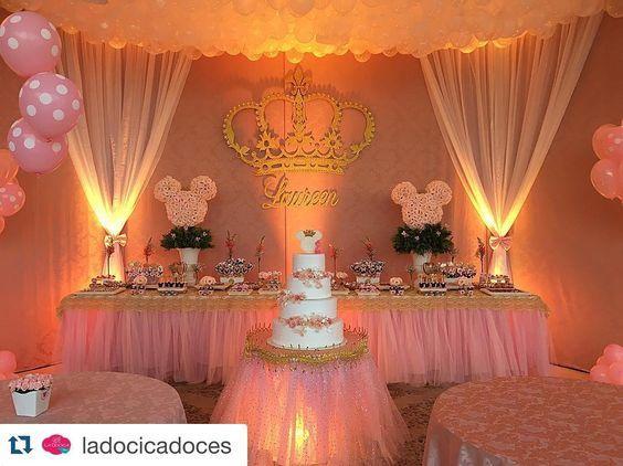 """""""#Repost @ladocicadoces with @repostapp. ・・・ Festa Minnie Princesa da Laureen ! Decoração @anjo_barroco ❤️! #BolachasDecoradas #BiscoitoDecorado…"""""""