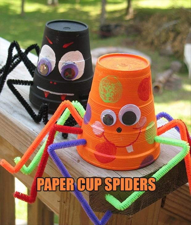 These paper cup spiders are so cute for kids halloween parties. Add multicoloured straws as legs for a rainbow effect. #HalloweenCraftIdeas