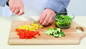 Овощной салат с коричневым рисом. Пошаговый рецепт с фото на Gastronom.ru