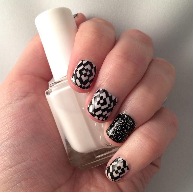 Nail art. Black and white geometric.