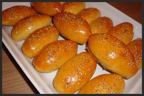 Heerlijke zachte broodjes met een kruidige gehaktvulling, mmmmm. Ik maak ze vaak in de ramadan, maar ook in het weekend bij de lunch zijn z...
