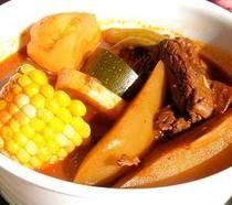 Mole de olla, clásico guiso casero mexicano.