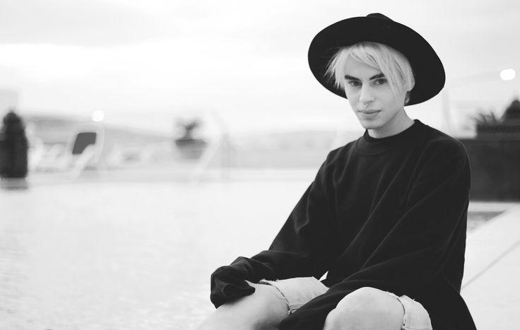 Milexxx X Envy Sweatshirt  Full post here: http://www.milexxx.com/2015/12/missing-time.html#more