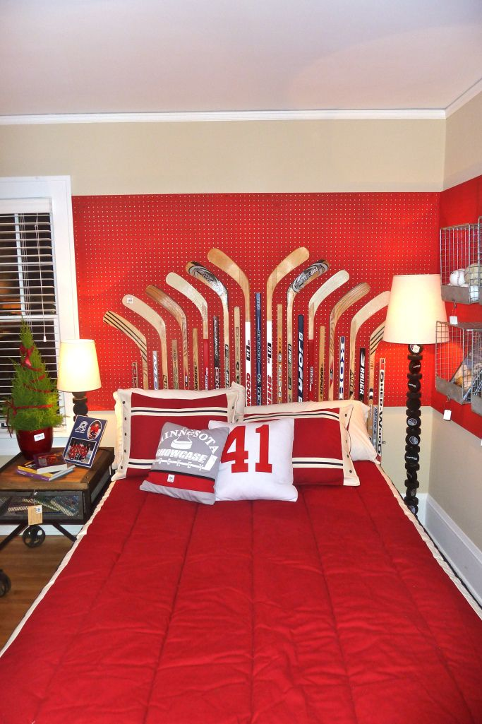 Adorable idea for an older child's bedroom -- or the bedroom of a hockey fan of any age! Bachman's 2011 Holiday Idea House via Hirshield's Colour Club
