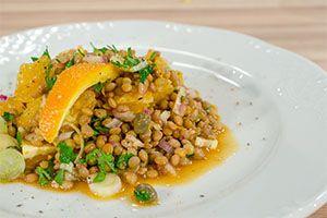 Από την Λυγερή Γαΐτη Hμέρα προβολής 25/11/14. Πατήστε εδώ για να δείτε την εκπομπή. ΥΛΙΚΑ 500 γρ. φακές 2 πορτοκάλια 4 κ.σ. κάππαρη 3 φρέσκα κρεμμυδάκια 1 ξερό κρεμμύδι 1/3 ματσ. μαϊντανό ή δυόσμο Αλάτι-πιπέρι Για τη σος: 5 κ.σ. ελαιόλαδο 5 κ.σ. χυμό πορτοκαλιού  1 κ.γ. μουστάρδα squeeze απαλή Kalamata Papadimitriou 3 κ.σ. …