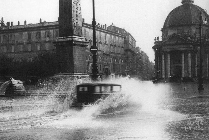Piazza del Popolo (1937) La piazza completamente allagata dall'ultima piena eccezionale del Tevere.