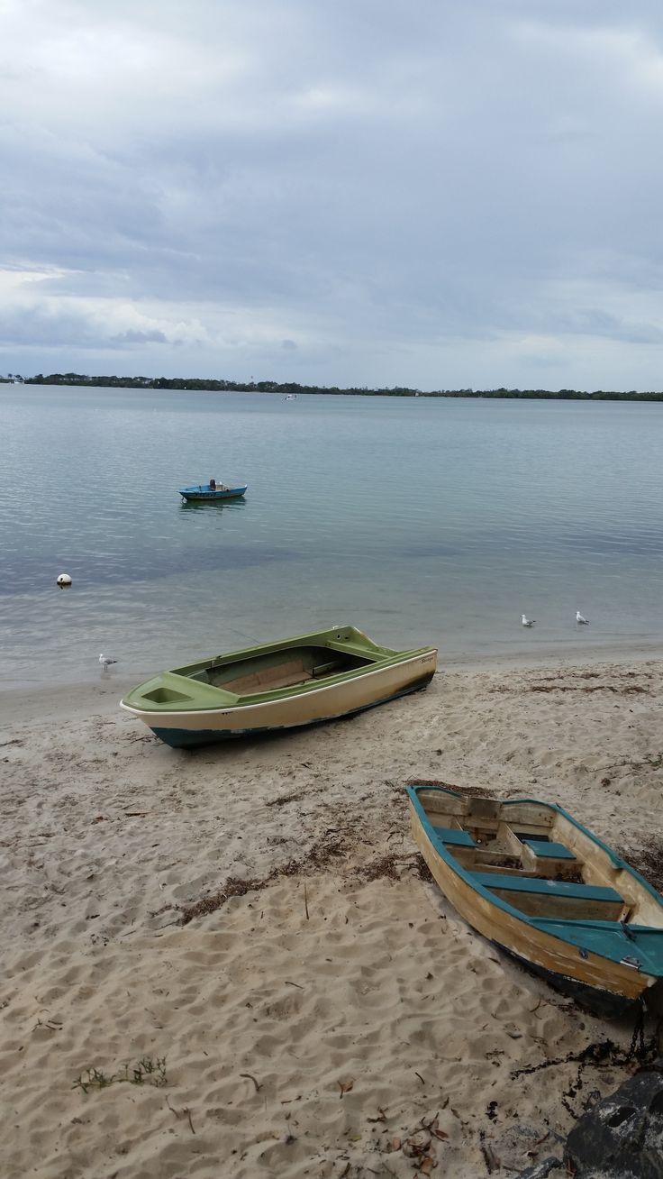 Anyone up for a sailing trip? Cute rowboats line the shores of Caloundra, Australia. With an idyllic view like that who can resist. Sail away, sail away I say! #sunshinecoast #wellnesstravel