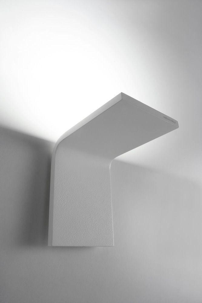 illuminazione bagno lampada curva da antonio lupi design massimo broglio