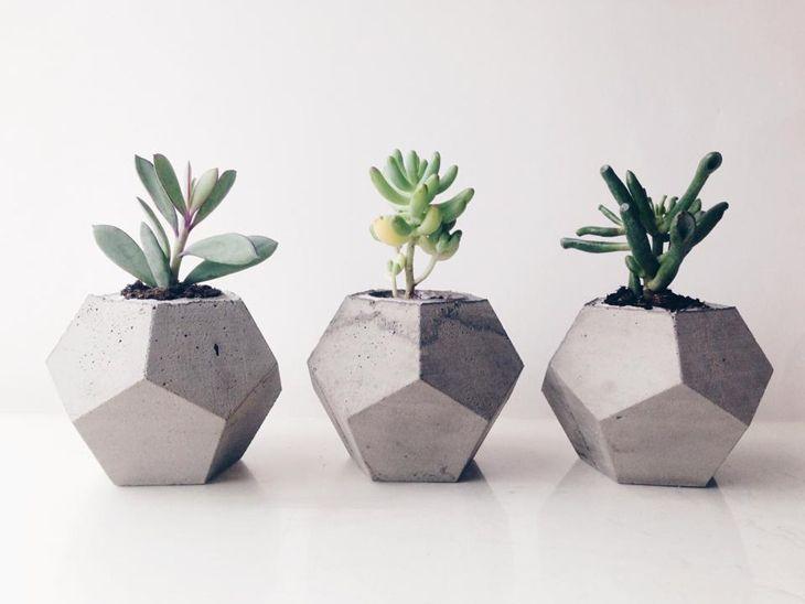 Mimar elinden beton saksılar