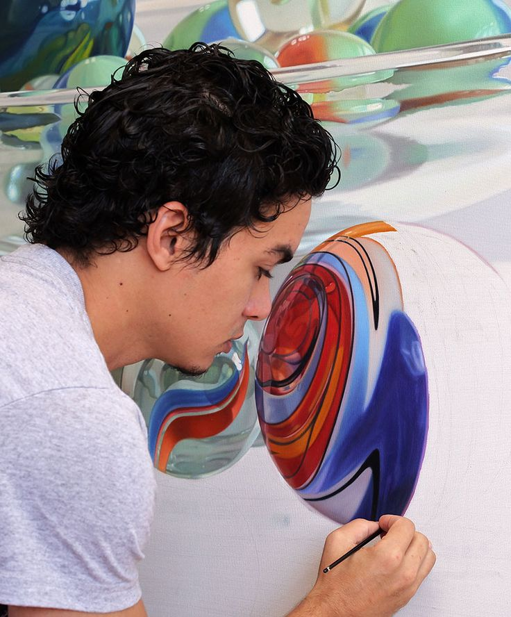 Young Dominican Artist Makes Increadibly Realistic Oil Paintings