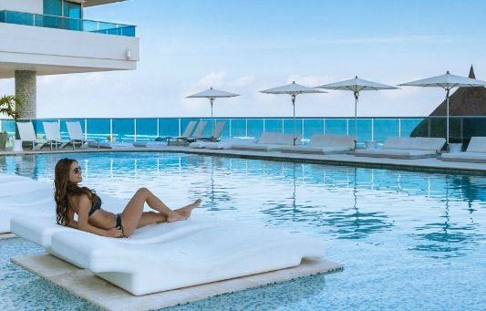 This could be you. A floating pool lounge awaits ay Hotel Las Americas. http://bit.ly/1NJNbmR