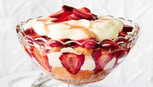 Οι φράουλες έχουν απίστευτη γεύση και τις αγαπούν μικροί και μεγάλοι. Οποiαδήποτε συνταγή που έχει να κάνεiμε φράουλες την προτιμούμε κυρίως τους ζεστούς μήνες καθώς οι φράουλες χαρίζουν σε κάθε συνταγή μας τη δροσιά που