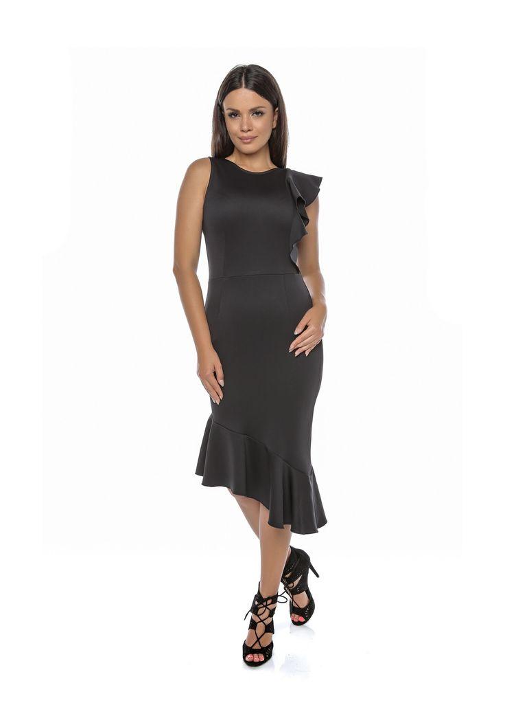 Pentru un cocktail la care doreşti să atragi toate privirile, această rochie asimetrică cu volane este cea mai bună alegere. Rochia este cu croială conică, asimetrică, cu detalii de volane aplicate. Rochia prezintă fermoar ascuns la spate, fără căptușeală.