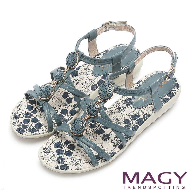 https://tw.buy.yahoo.com/gdsale/MAGY甜美氛圍花漾皮革圓釦造型平底涼鞋藍色-5915436.html