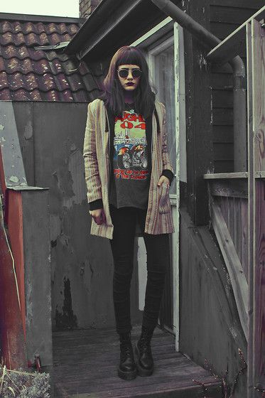 Get this look: http://lb.nu/look/7161468  More looks by Malin Z: http://lb.nu/malinz  Items in this look:  Jollychic Blazer   #edgy #retro #vintage