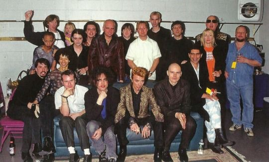 David Bowie, Sonic Youth, Lou Reed, Placebo, Billy Corgan (The Smashing Pumpkins), Robert Smith (The Cure), Frank Black (Pixies), Dave Grohl, Pat Smear (Foo Fighters, Nirvana). 1997