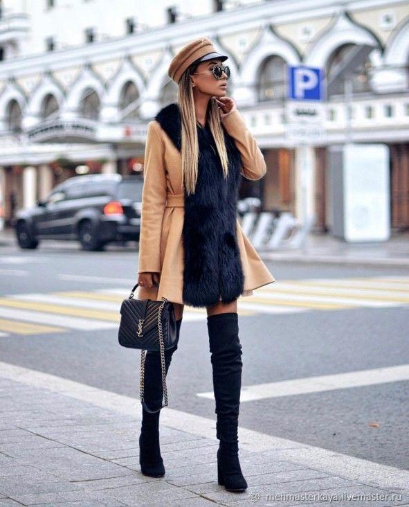 Очень стильный образ с пальто и сапогами