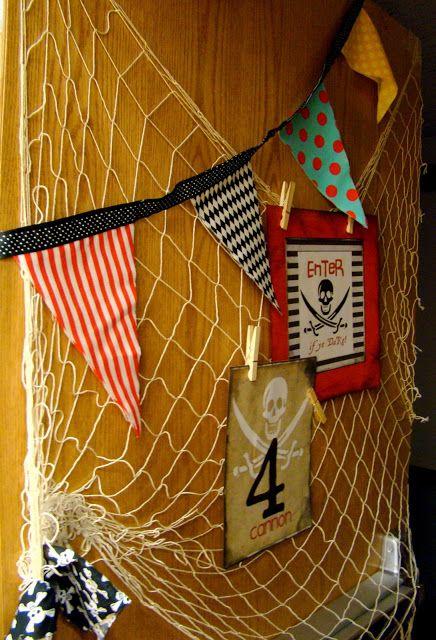 Ideias para a festa do Pirata                       bandanas e tapa olhos para as crianças entrarem no clima da festa        muitos bi...