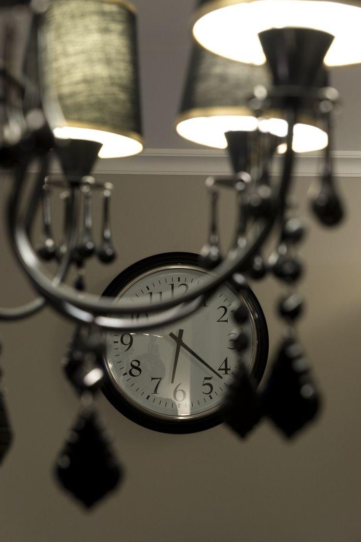 Фотография: Прочее в стиле , Современный, Малогабаритная квартира, Квартира, Дома и квартиры, планировка трехкомнатной квартиры, элементы неоклассики, нейтрально-серый цвет стен, темные люстры, белые двери, дизайнер варвара зеленецкая – фото на InMyRoom.ru