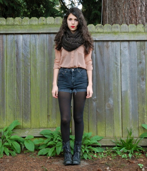 Dark infinity scarf, light quarter length top, denim high waisted shorts , dark tights, dark boot. Amazingly cute!!