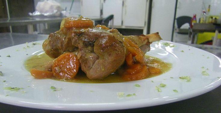 Receta de Pata de cordero lechal de la Sierra de Cádiz al horno, tal y como la hacen en el Restaurante del Hotel Las Truchas de El Bosque.