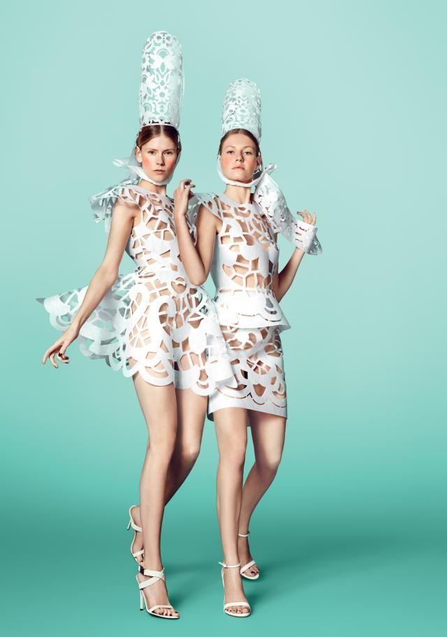 Les bigoudènes new look en robe minimaliste. Prêtent à affronter le XXIIème siècle ! The bretonne power.