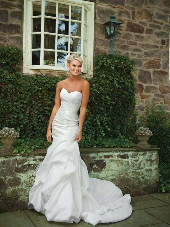 Sweetheart trumpet / mermaid taffeta bridal gown - really love the top half , may be a little much on the bottom - Click image to find more Weddings Pinterest pins