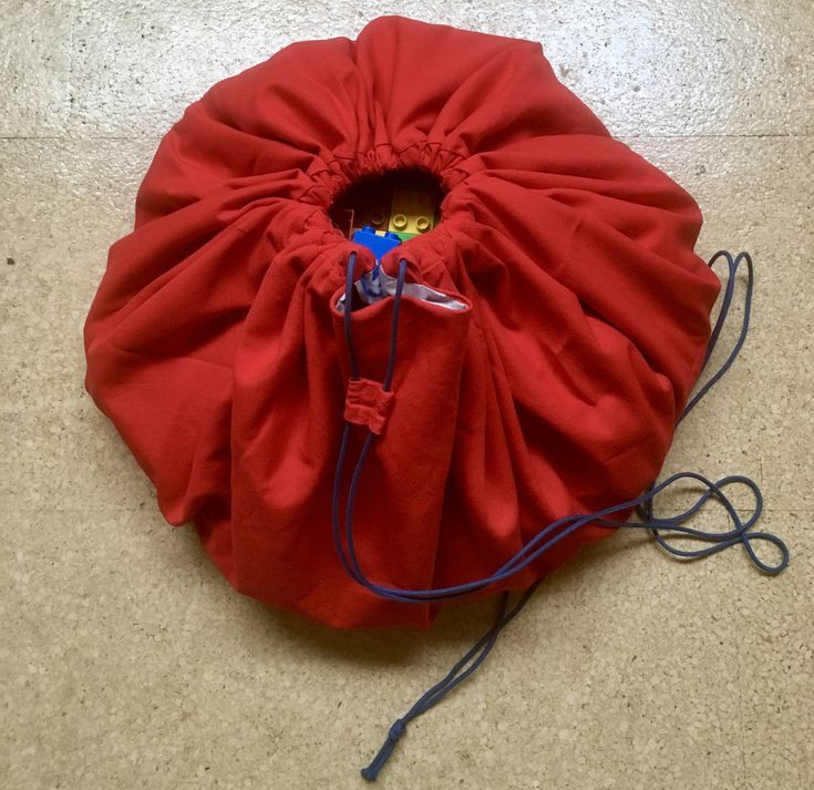 Toy storage bag / round playmat 'Traffic' red by PrinsesPaddestoel on Etsy https://www.etsy.com/listing/569299112/toy-storage-bag-round-playmat-traffic
