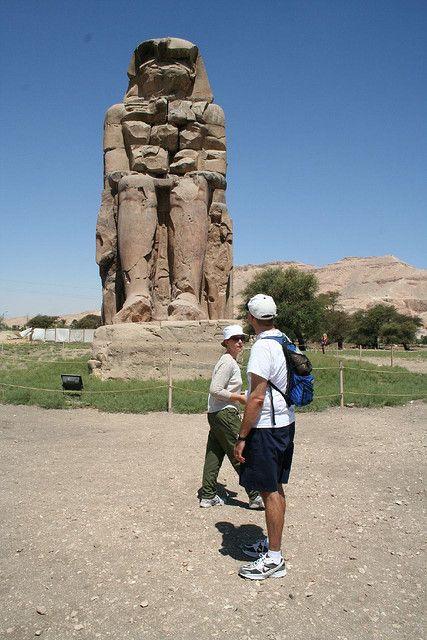 El coloso de Memnon, Excursiones para discapacitados en Egipto.  http://www.espanol.maydoumtravel.com/Viajes-y-Tours-a-Egipto/4/0/
