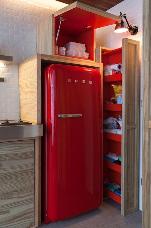 mueble para guardar cosas dentro de la cocina a lado del refri