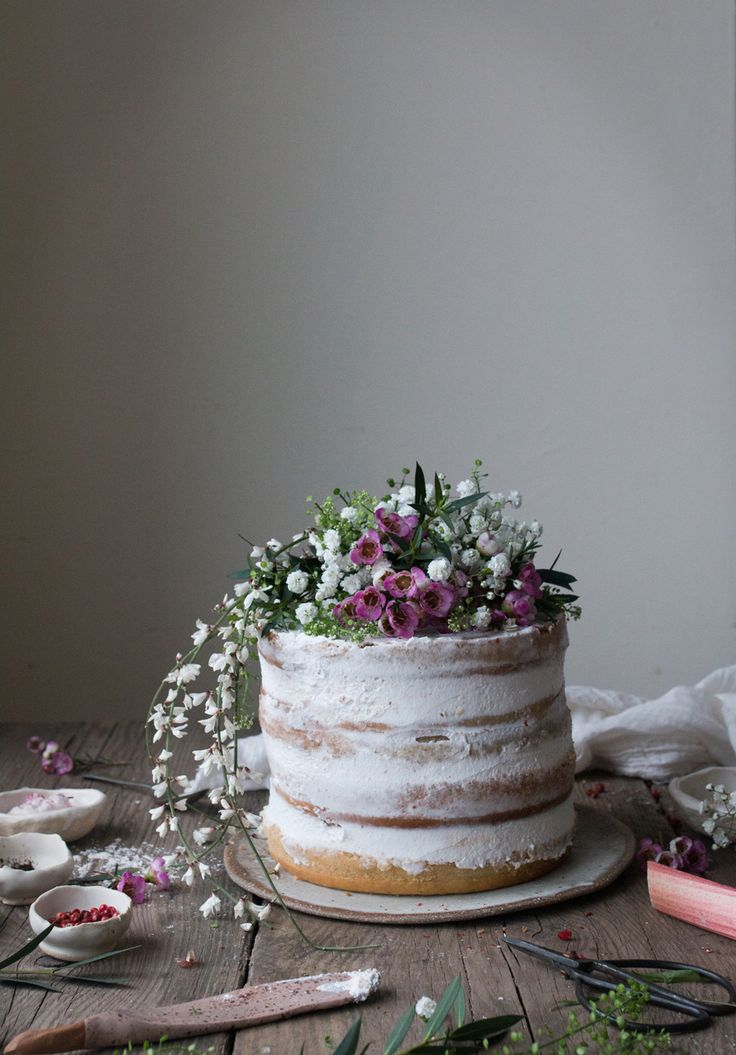 Vegan Rhubarb Layer Cake + Vegan supperclub Announcement / The Little Plantation / Salvia Limone