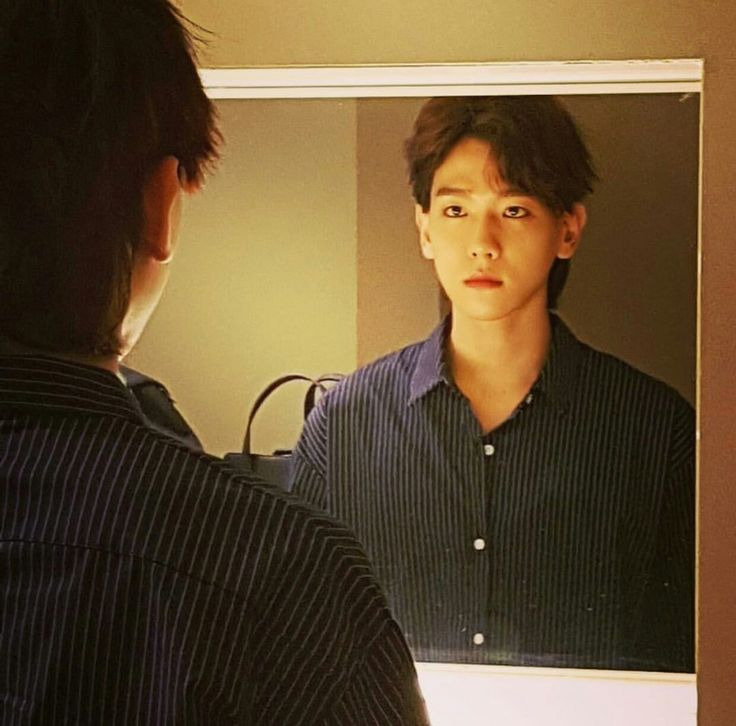 mirror mirror on the wall who's the prettiest of them all - spoiler: BYUN BAEKHYUN #BaeB