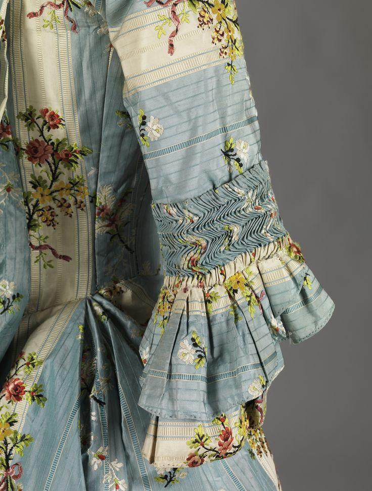 Sack Back Gown, mid 18thC, Digitalt Museum - Kjole