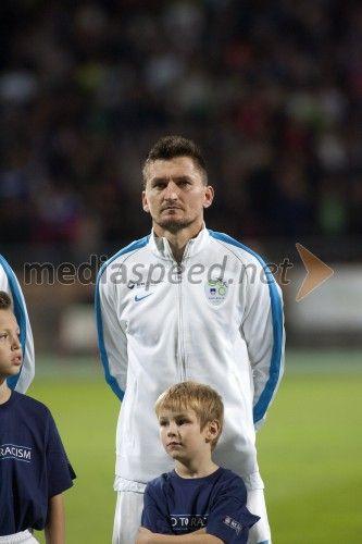 Andraž Kirm, nogometaš  http://www.mediaspeed.net/skupine/prikazi/11009-slovenska-nogometna-reprezentanca-premagala-svico-v-ljudskem-vrtu