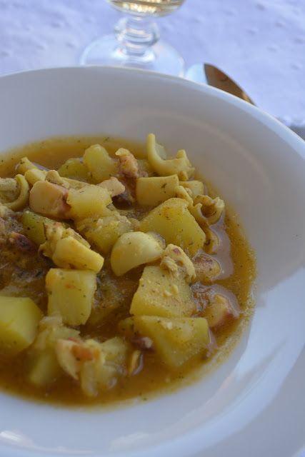 Patatas guisadas con sepia | Comparterecetas.com