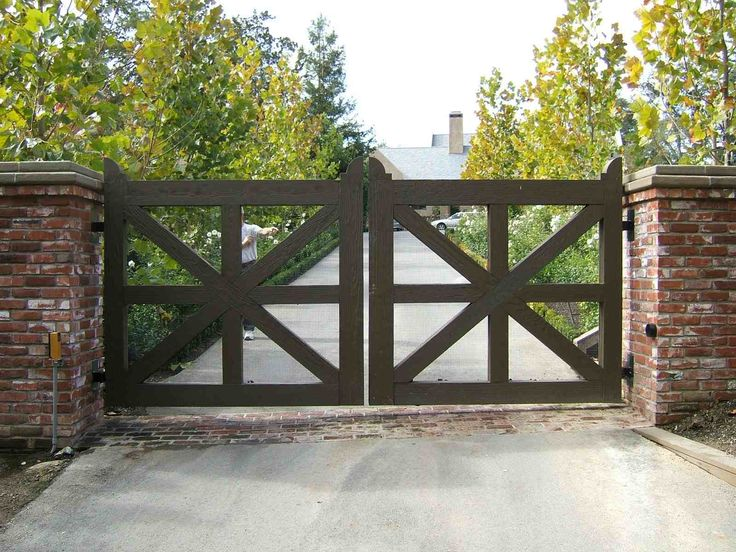 Wooden driveway gate kit woodworking projects plans for Wood driveway gate plans