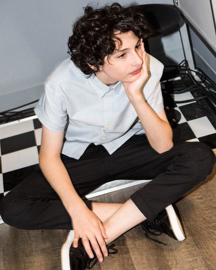 """513.5 mil Me gusta, 13.3 mil comentarios - Finn Wolfhard (@finnwolfhardofficial) en Instagram: """"Four more days! Go check out my new interview @thenewpotato while you wait."""""""