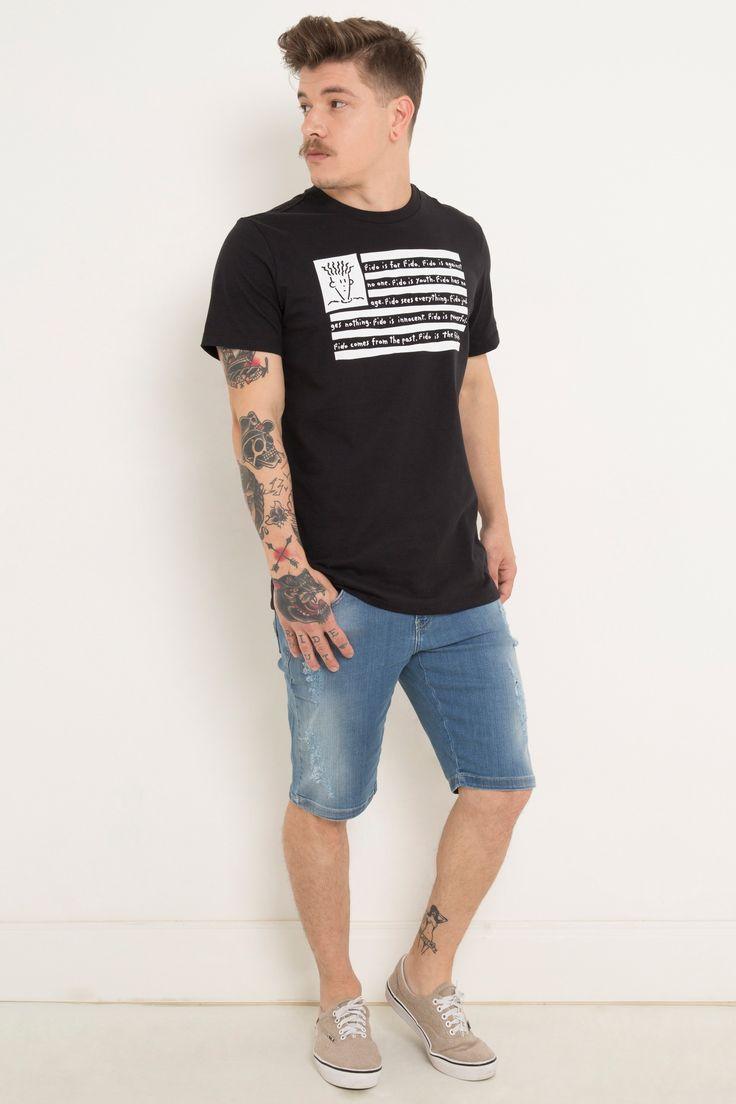 O personagem Fido Dido é sem dúvidas um ícone do cenário street wear americano, por isso ele merece fazer parte da bandeira dos Estados Unidos na estampa desta camiseta confeccionada em meia malha penteada.Este modelo veste M.