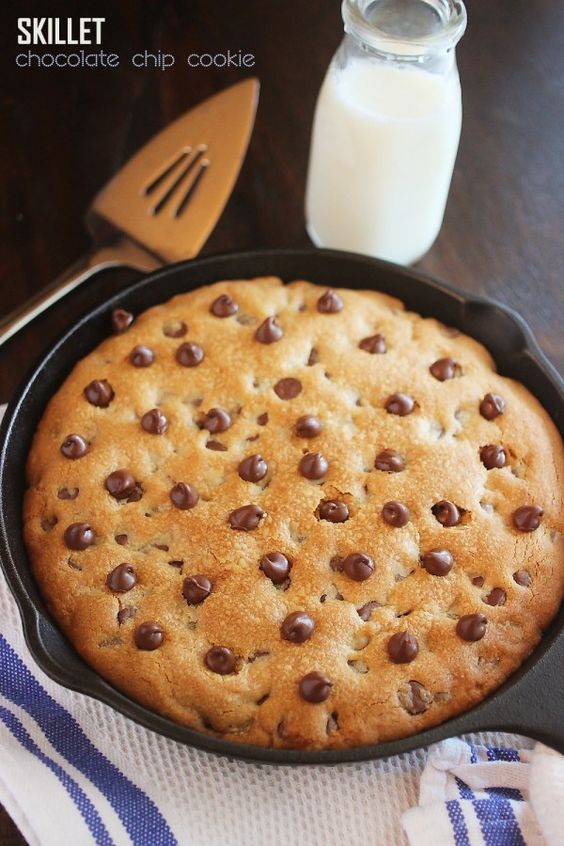 Skillet Chocolate Chip Cookie – This EASY soft, gooey skillet-baked cookie makes lots to share. Top with vanilla ice cream for a truly decadent treat! | thecomfortofcooking.com » This looks SUPER!