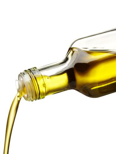 There are a lot of ways to use OLIVE OIL to stay beautiful. Here are two of Candice's favorites: 1. Deep conditioner: Massage 1 tsp. of extra-virgin olive oil into dry, clean hair (pay extra attention to the ends). Then, wrap your hair in a warm, damp towel and let the oil absorb into your strands for up to 20 min. before rinsing it out with warm water. 2. Eye makeup remover: Dab a few drops onto a cotton ball ... then swipe it over your eyes to gently wipe off your makeup. #OliveOil…