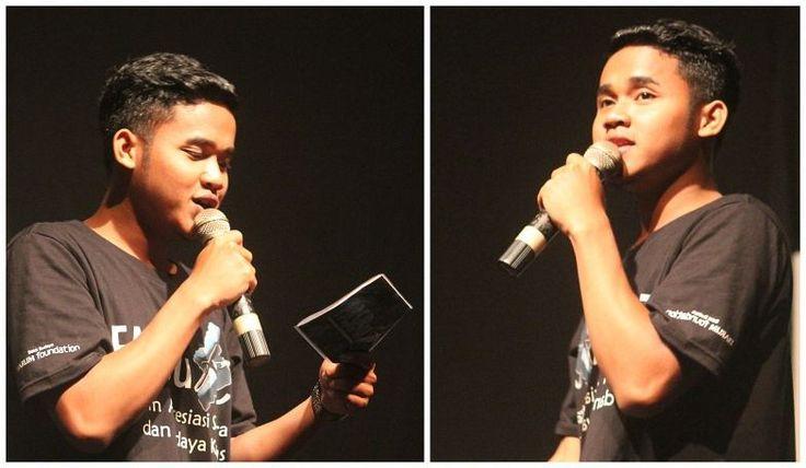 "MC nya Ganteng FASBuK Bulan Februari 2017 Merenda Untaian Karya Mengenang ""Aryo Gunawan"" FASBuK Asik... . . . #fasbuk #indonesiakaya #seputarkudus #sangswara #teaterkuncupmekar #instagram #sastra #musiksastra #aryogunawan #teaterstudioone"