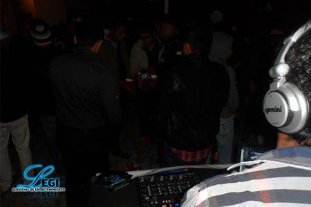 DJs PARA FIESTAS Y EVENTOS EN EL DF (CDMX) Y ESTADO DE MEXICO: BODAS, GRADUACIONES, XV AÑOS, CUMPLEAÑOS, FIESTAS TEMATICAS,  ANIVERSARIOS - DJ PARA BARES Y RESTAURANTES