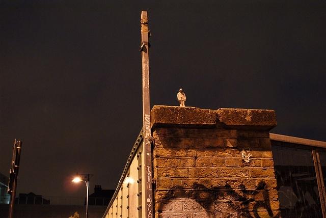 cment eclips brick lane before by Isaac Cordal, via Flickr  http://restreet.altervista.org/gli-schiavi-del-cemento-di-isaac-crodal/