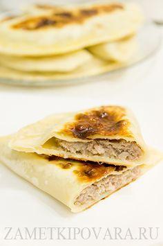 Янтык выгодно отличается от чебуреков обжариванием не в масле, а на сухой сковороде.