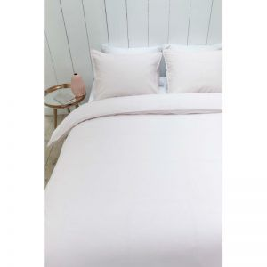 Lenjerie de pat roz deschis - Apa de Trandafiri cu design diafan care va aduce liniste si confort in dormitorul tau! Lenjerie pat roz din bumbac 100%.