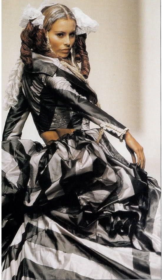 1994 - John Galliano show - Nikki Taylor