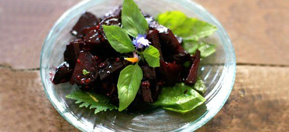 Теплый салат из свеклы с имбирем и медом