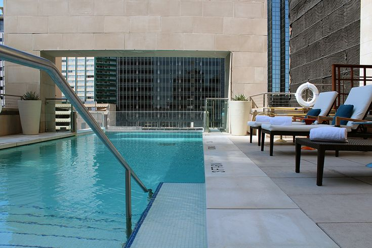 Rooftop swimming at the joule hotel in dallas a night of for Really cool hotels